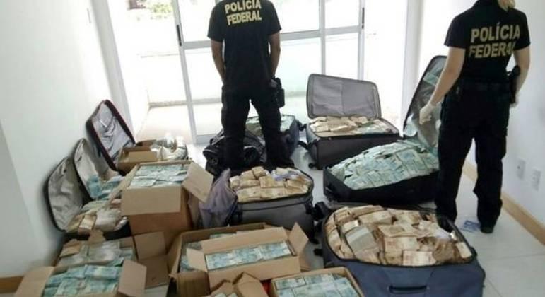 Malas com R$ 51 milhões encontradas em apartamento em Salvador