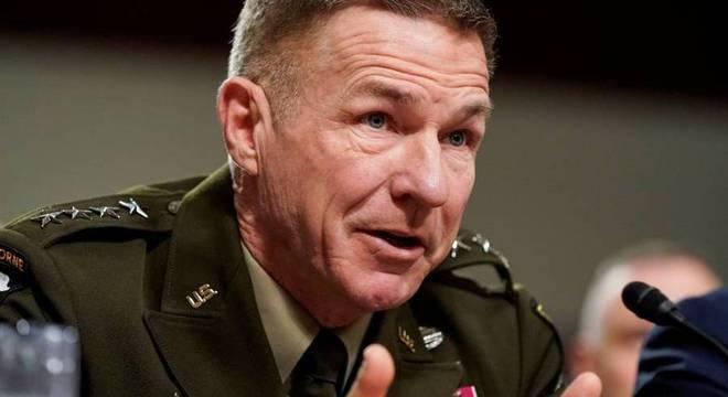 Chefe do Estado Maior do Exército, general James McConville, defendeu militares
