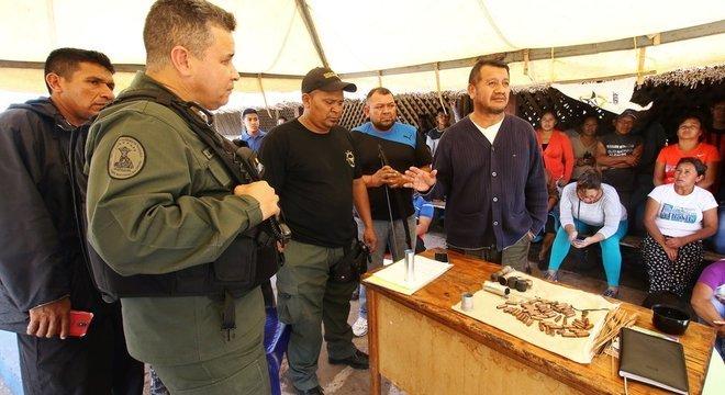 Guaidó diz que os militares têm um papel na reconstrução do país e pede seu apoio