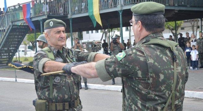 General que assumirá ministério já teve postos militares no Brasil e no exterior