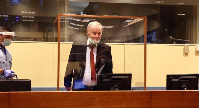 General sérvio Ratko Mladic é julgado pelo Tribunal Penal Internacional, em Haia