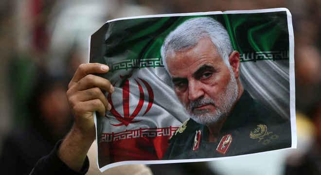 Soleimani: EUA despachou serial killer fantasiado de general