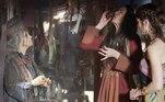 As pessoas na cidade correm desesperadas. Danina (Laura Kuczynski) bebe a poção feita pela feiticeira (Suzana Abranches). Abisali (Luiz Nicolau) se surpreende ao ver a cidade devastada.