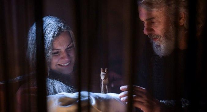 Sara e Abraão momentos após o nascimento de Isaque