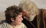 Isaque e Sara (AdrianaGarambone) não imaginavam o que estava prestes a acontecer. O garoto confioutanto em seu pai, que sabia que tudo aquilo era para o seu bem. E, juntos, paie filho caminharam por três dias até chegar ao destino final. Você pode rever essa sequência repleta de emoção noPlayPlus.com