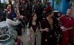 Kala (Talita Tilieri) ameaça Enlila. Nadi finge beber no ritual do casamento sagrado. Ibbi-Sim começa a despi-la