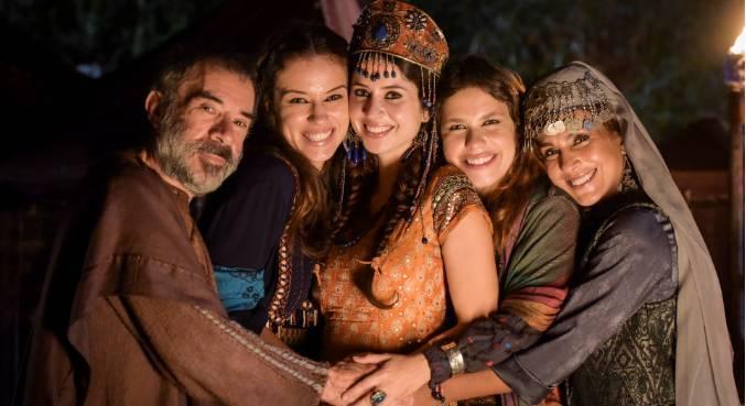 Izabella Bicalho vive uma mãe amorosa e dedicada à família em Gênesis