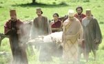 O corpo de Kala (Talita Tilieir)é sepultado