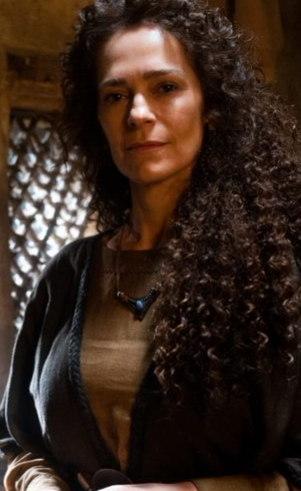 Ulia (Adriana Rabelo): Esposa de Gomer, é a única que apoia o marido, mas teme pela sua vida quando percebe o perigo representado por Semíramis, que não gosta dela por achar que ela e Gomer querem roubar seu filho.