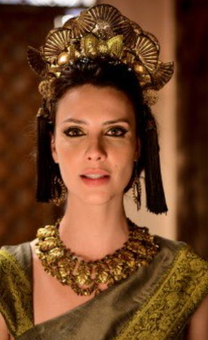 Nadi (Camila Rodrigues): Sacerdotisa em Ur dos Caldeus, ela se encanta pela fidelidade de Terá por sua esposa e vive um conflito por saber que para tê-lo, deverá escolher entre seu coração e a sua devoção aos deuses.