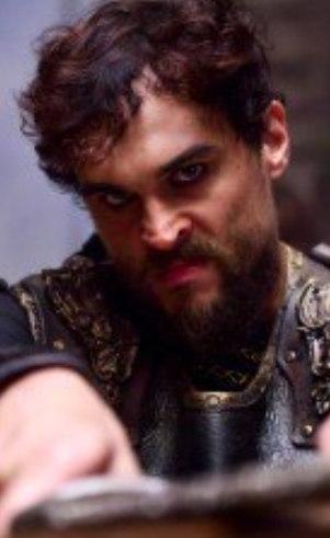 Ibbi-Sim (Felipe Roque): Rei de Ur. Não é um mau rei, mas é inseguro e inexperiente. Por causa disso, sofre muitas traições e derrotas.