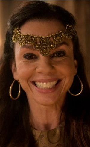 Adália (adulta) (Carla Marins): Em Harã, conhece Tauro e se casa com ele, com quem terá Gael. Mas nunca conseguiu sufocar a paixão que sente pelo bandido Massá, por mais que lute contra isso.