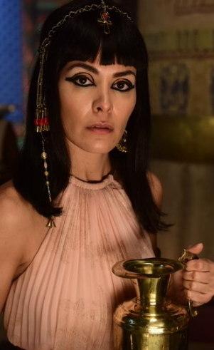 Agar (Hylka Maria): Filha do governador de uma das províncias do Egito, ela vê seu mundo ruir do dia para noite quando perde seu pai. Se torna amiga de Sara quando esta se hospeda no palácio do faraó, sem saber que é através dela que sua vida mudaria completamente uma vez mais.