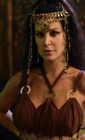 Cloé (Robertha Portella): Em um relacionamento aberto com seu marido Sitri, Cloé tem todas as liberdades e regalias que Sodoma tem para oferecer. O que ela não sabe é que a decepção às vezes pode vir de quem mais se confia.