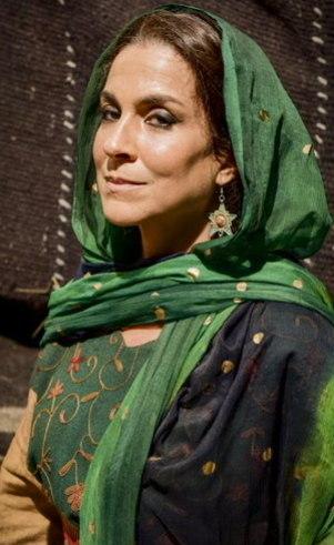 Helda (Izabela Bicalho ): Esposa de Lotam, é esquentada e cuida da família com mão de ferro. Seu sonho é encontrar maridos para suas três filhas e vê essa oportunidade com a chegada de novos habitantes no local isolado em que vive com sua família.