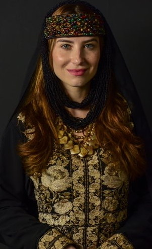 Rebeca (Bárbara França): Filha de Betuel, da cidade de Harã. Doce e dedicada em tudo o que faz, e é escolhida a dedo para se casar com o maior partido da época.