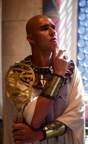Radamés (Nando Rodrigues): Principal sacerdote do faraó, culto, sistemático, rígido nos costumes, mas extremamente político. Age conforme a maré.