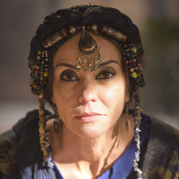 Flávia Monteiro caracterizada como a camponesa Aya na trama