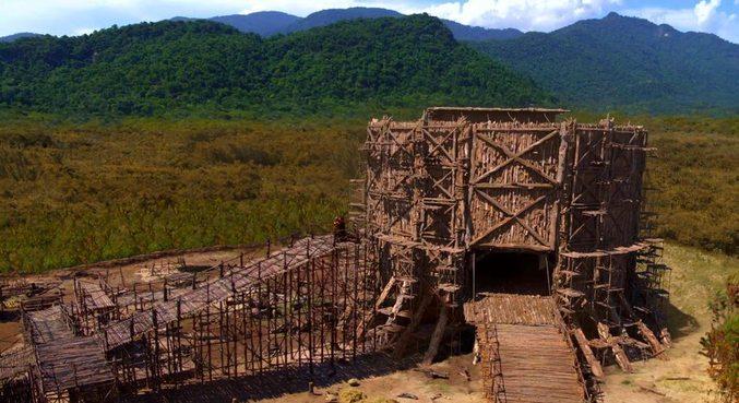 Noé e seus filhos finalizam a construção da arca