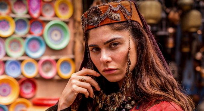 Julianne Trevisol caracterizada de Nidana