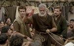 No capítulo de Gênesis desta segunda-feira (25),Noé (Oscar Magrini), Naamá (Cássia Linhares), os filhos e noras cumprem o combinado com Deus, mas são hostilizados em Enoque