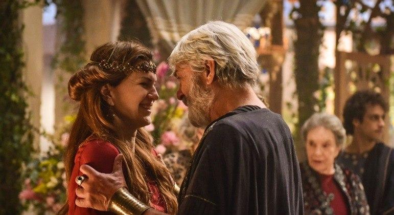 Sarai e Abrão são pressionados pela família e amigos para terem filhos