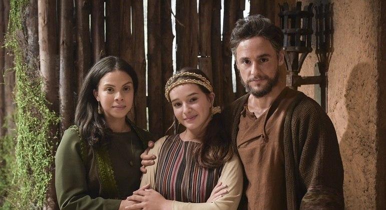 Jasper junto com a esposa Yarin e a filha Zilpa