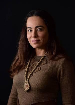 Cassia Linhares caracterizada como Naamá
