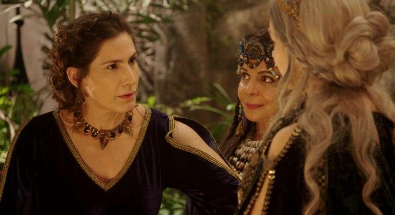Atriz divide cena com Virgínia Cavendish e Adriana Garambone