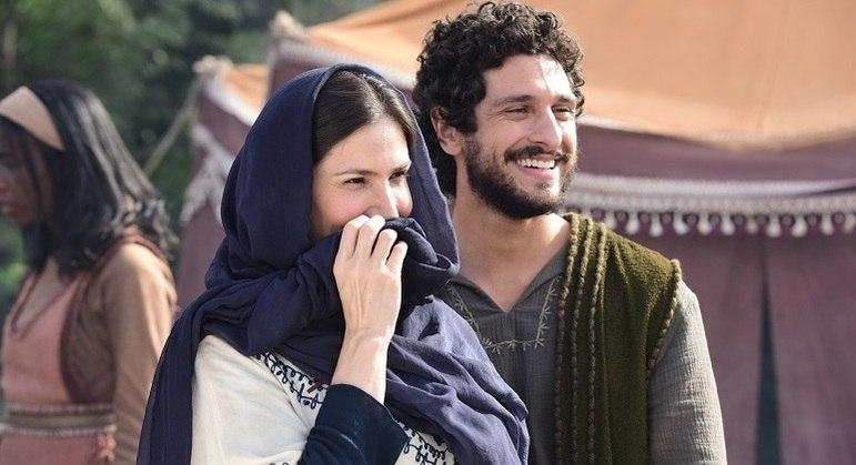 Najla flertou com Gate em visita ao acampamento