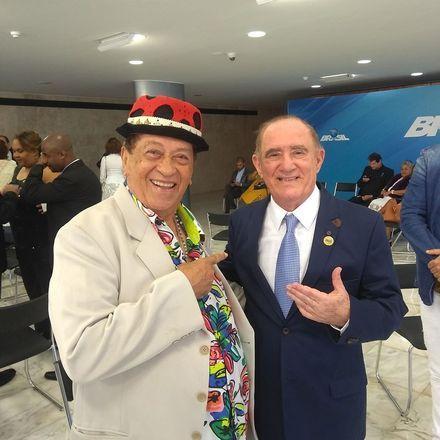'Com o querido Renata Aragão, em sessão solene em Brasília'