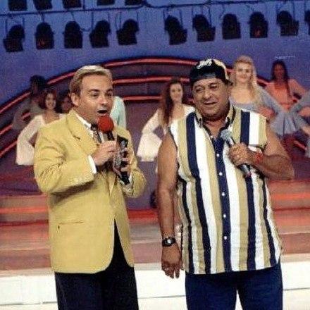 'Com saudoso Gugu Liberato no programa Sabadão, no ano de 1996, cantando De Quem é Esse Jegue?'