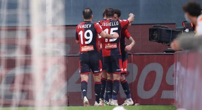 """Genoa, 3 X 0 no Verona, e a """"salvezza"""""""
