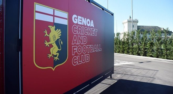 "Na sede do Genoa, o símbolo do ""Grifone"""