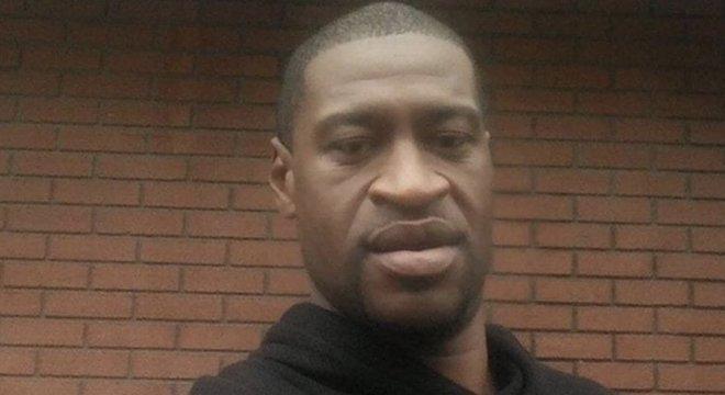 George Floyd disse repetidamente aos policiais que o detiveram que não conseguia respirar