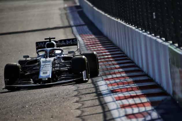 George Russell acelera no veloz circuito russo de Sóchi