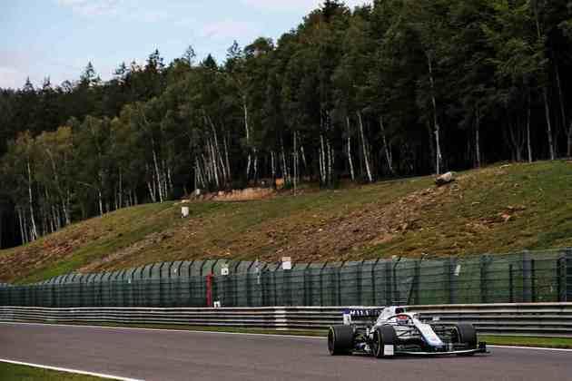 George Russell acelera sua Williams no primeiro dia de treinos no circuito belga