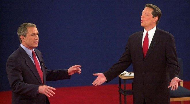George W. Bush (à esquerda) enfrentou Al Gore na eleição presidencial de 2000