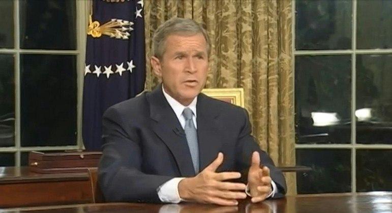 O então presidente norte-americano George W. Bush ordenou a invasão do Afeganistão em 2001