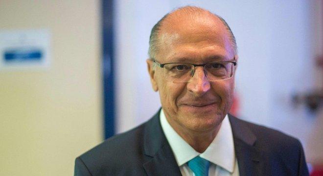 Pouco conhecido fora de São Paulo, Alckmin padeceu por não representar 'o novo'