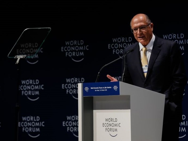 Alckmin dança forró e defende fim de imposto sobre saneamento