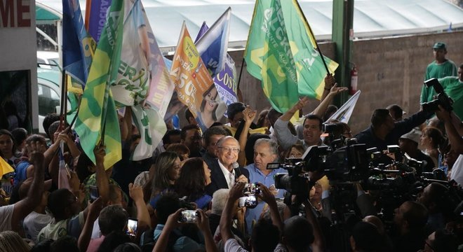 Alckmin perdeu o posto de antipetista e acabou ficando espremido entre a polarização PT e Bolsonaro