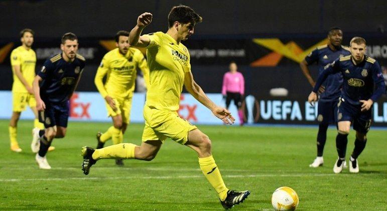 O momento da cobrança do penal por Gerard Moreno, Villarreal 1 X 0 Dinamo Zagreb