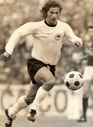 Gerd Müller: 68 gols em 62 jogos pela seleção da Alemanha.
