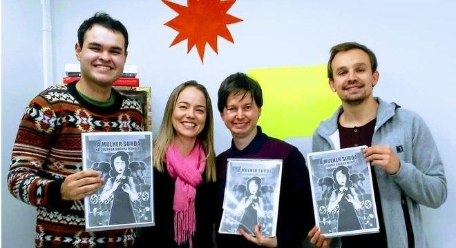 Germano e Luiz com os orientadores do projeto de pesquisa, Kelly e Danilo