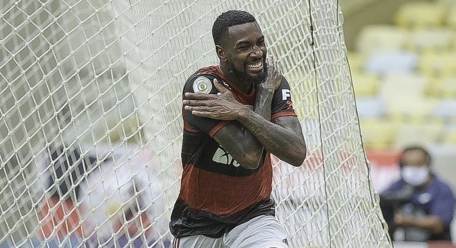 A alegria de Gerson, por ter feito o primeiro gol do Flamengo. Está mais ofensivo