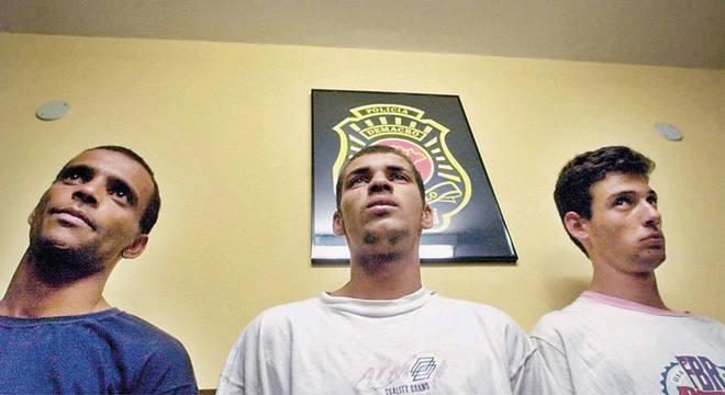 Dimas, Luzimar e Vitor no momento da prisão, em agosto de 1998