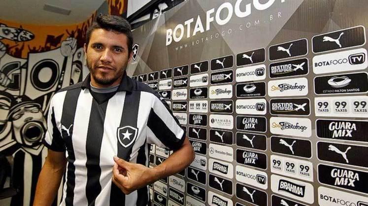 Gervasio Núñes - Igualmente a Canales e Salgueiro, o meia argentino chegou ao Botafogo em 2016. No Campeonato Carioca daquele ano até desempenhou boas atuações, entretanto, caiu de produção ao longo da temporada e voltou para o Sarmiento (ARG) no ano seguinte. O canhoto marcou quatro vezes em 33 jogos pelo Glorioso.