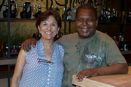 Gésio e a mulher, a atriz Gabriela Rabelo