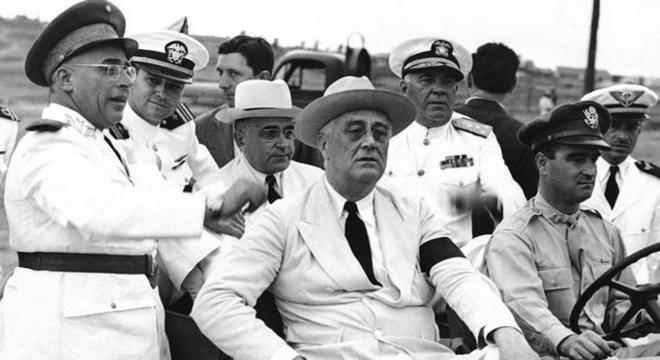 Ao centro, Getúlio e Roosevelt, em Natal/RN